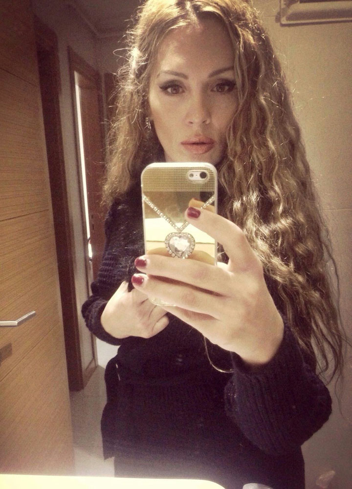 Alev-alev beyaz tenli kız Fahriye