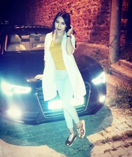 Şımarık ön sevişme yapan kadın Nermin
